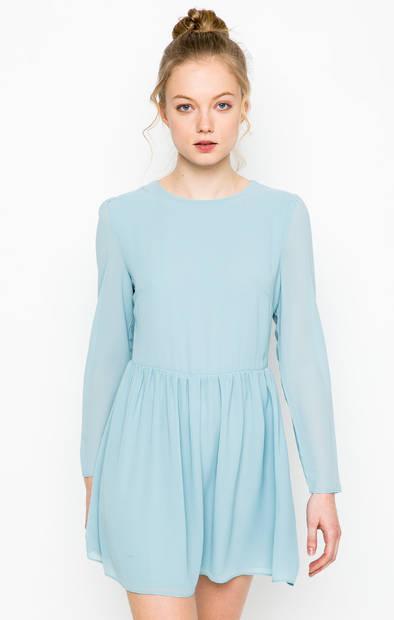 Голубое платье с присборенной юбкой