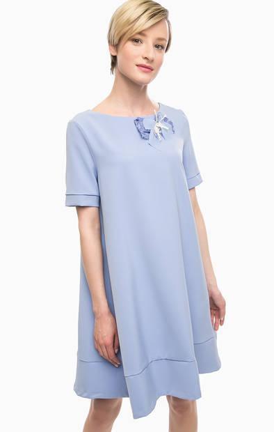 Синее платье расклешенного силуэта