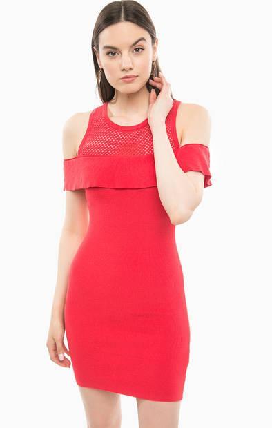 Обтягивающее красное платье с оборками